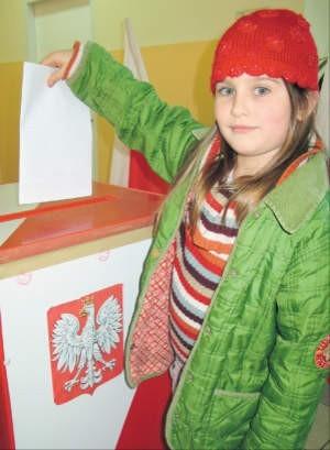 53,86 proc. Polaków potraktowało wrzucenie kartki wyborczej do urny jako swój obywatelski obowiązek