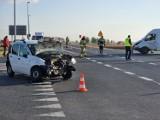 Wypadek na DK nr 94 w Radymnie koło Jarosławia. W zdarzeniu busa z fiatem ranne zostały trzy osoby [ZDJĘCIA]