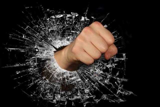 Rzucenie papierami albo gwałtowna kłótnia na odchodne mogą przynieść natychmiastową ulgę. Ale na dłuższą metę to się rzadko opłaca.