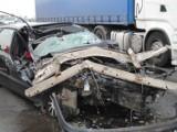 Wypadek na A2: Kierowca passata uderzył w ciężarówkę