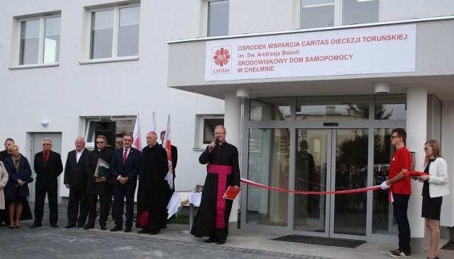 W środę ponad sto osób wzięło udział w uroczystym otwarciu Ośrodka Wsparcia Caritas Diecezji Toruńskiej. Obiekt wygląda imponująco. Pomoc w nim znajdą setki mieszkańców powiatu.
