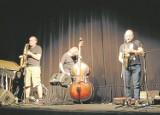 """Zespół  """"&jazz"""". Trzech mężczyzn i ich muzyczne rozmowy na każdy temat"""