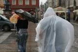 Deszczowy piątek we Wrocławiu (ZDJĘCIA)