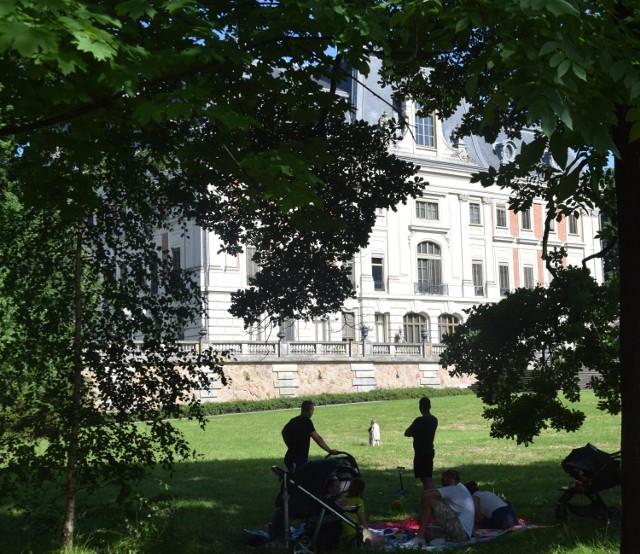 Park pszczyński to idealne miejsce na upalne popołudnie Zobacz kolejne zdjęcia. Przesuwaj zdjęcia w prawo - naciśnij strzałkę lub przycisk NASTĘPNE