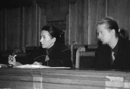 Robert K. z obrońcą podczas piątkowej rozprawy. ZDJĘCIE: WOJCIECH TRZCIONKA