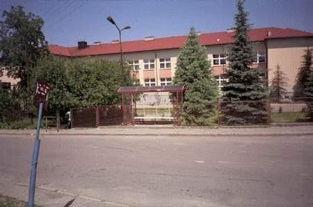 Nawet szkoła w Sokolnikach pełna dzieci wyglądała wczoraj jak wymarła. fot. GRAŻYNA FOLARON