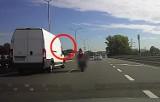 Szaleńczy rajd motocyklisty na DTŚ [WIDEO]. Cudem nie doszło do wypadku!