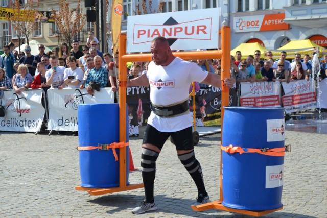 Maciej Hirsz wygrał Puchar Polski Strongman w Kartuzach. Na kartuskim Rynku walczyło ośmiu siłaczy.