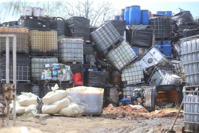 Niebezpieczne odpady ze składowiska w Brzezince w Mysłowicach powoli znikają z miasta.   Zobacz kolejne zdjęcia. Przesuń zdjęcia w prawo - wciśnij strzałkę lub przycisk NASTĘPNE