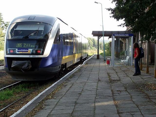 Stacja w Krzewinie to także przystanek kolejowy dla  mieszkańców znajdującej się za rzeką niemieckiej miejscowości Ostritz