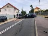 Wypadek pod Nakłem. W zderzeniu aut osobowych i ambulansu ucierpiało pięć osób