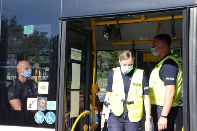 Gdańscy policjanci prowadzą kontrole m.in w sklepach i pojazdach komunikacji miejskiej