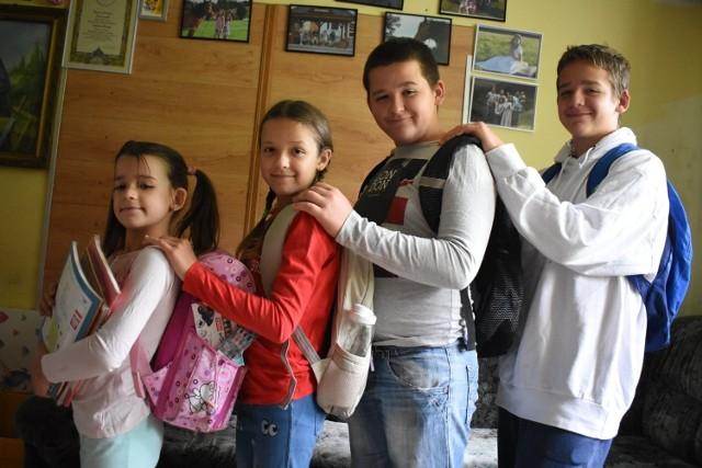 Dzieci cieszą się na powrót do szkoły po wakacyjnej przerwie. Ile potrwa ich radość?