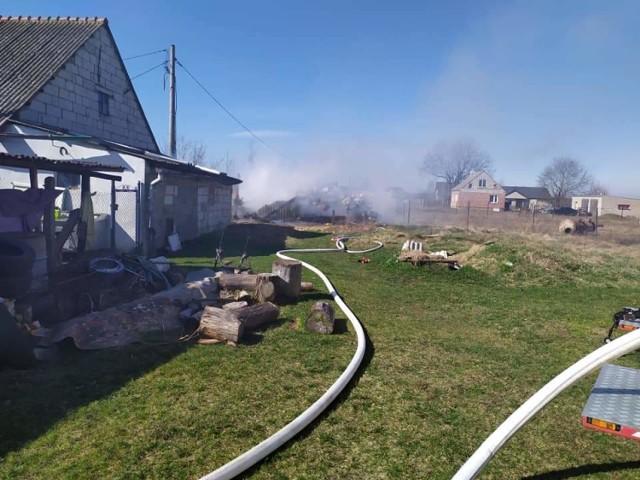 W Wałdowie Szlacheckim płonął garaż