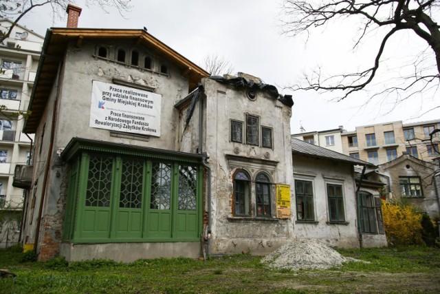 Radny miasta Michał Drewnicki apeluje, by w Kossakówce powstało muzeum poświęcone rodzinie Kossaków. Plan stworzenia Muzeum Historii Sztuki - jego zdaniem - rozmija się z oczekiwaniami mieszkańców.