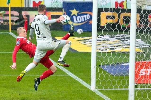 To właśnie o tej interwencji Michala Frydrycha sporo mówiło się po meczu Legia - Wisła. Czech wybił piłkę przewrotką sprzed linii, uprzedzając swojego rodaka w ataku gospodarzy Tomasa Pekharta