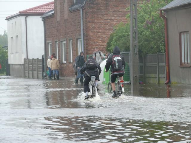 W Zelowie pod wodą jest ul. Kilińskiego, jedna z głównych w mieście