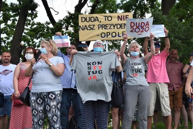 Andrzej Duda w Opolu. Manifestacja przeciwników prezydenta RP.