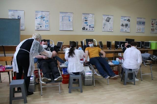 Akcja Krwiodawstwa w Centrum Kształcenia Praktycznego w Jędrzejowie. Łącznie oddano ponad 22 litry bezcennego leku.