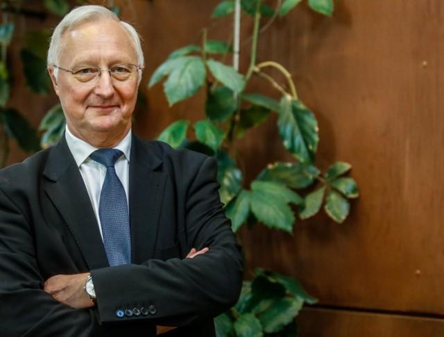 Prof. Jacek Wysocki jest byłym rektorem Uniwersytetu Medycznego w Poznaniu oraz lekarzem pediatrą i specjalistą chorób zakaźnych. Obecnie kieruje Katedrą i Zakładem Profilaktyki Zdrowotnej UMP.