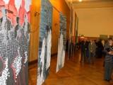 Niezwykła wystawa tkanin ręcznie malowanych jest już otwarta
