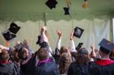 Nie chcemy już studiować, bo nie warto? Polacy masowo rezygnują ze studiów. Ukraińscy studenci wypełniają lukę po polskich studentach