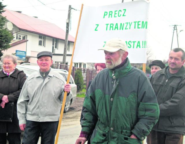 Jeszcze w kwietniu mieszkańcy ul. Leśnej protestowali przeciwko temu, aby zjazd prowadził obok ich domów. Dziś już godzą się, ale pod pewnymi warunkami