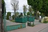 Cmentarz parafialny Śrem. Na hałdzie ziemi przez kilka dni leżały ludzkie szczątki