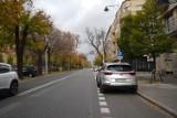 Zmiany na ul. Rozbrat w Warszawie. Piesi będą mieli więcej przestrzeni. ZDM: kierowcy ryzykują mandatem