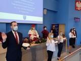 Małopolska Uczelnia Państwowa w Oświęcimiu zainaugurowała nowy akademicki. Studenci I roku złożyli ślubowanie i odebrali indeksy [ZDJĘCIA]