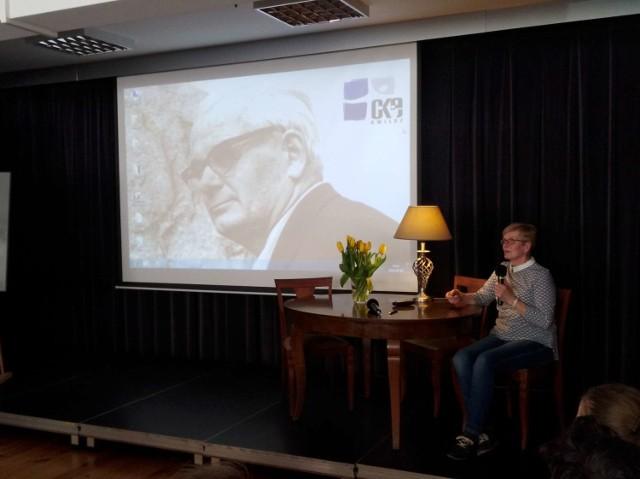 106. rocznica urodzin Floriana Mazurkiewicza, zasłużonego mieszkańca gminy Kwilcz (6 kwietnia 2018).  Zobacz najdroższe auta z Motor Show