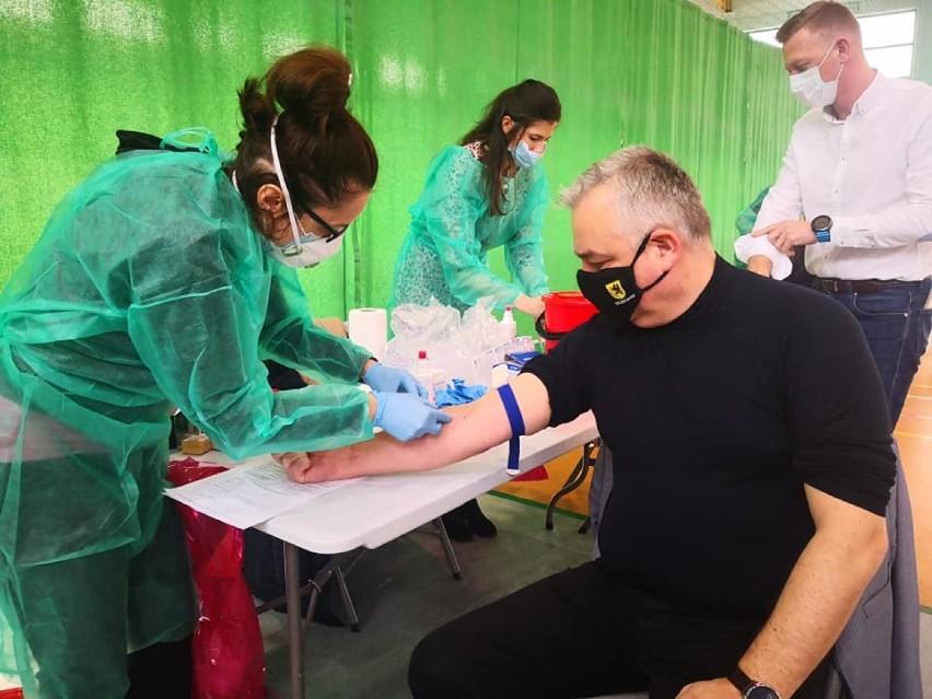Darmowe badania na przeciwciała koronawirusa w Szczecinku. Dużo chętnych [zdjęcia]