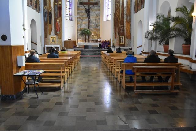 W kościołach ma obowiązywać zasada:1 osoba na 15 metrów kwadratowych.