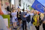 Tarnów. Protest pod budynkiem sądu [ZDJĘCIA]