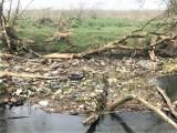 Ina poniżej Goleniowa jak wysypisko śmieci. Odpady spływają rzeką