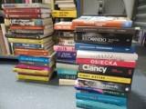 Kryminały, biografie, nagrodzone powieści powiększą księgozbiór czytelni