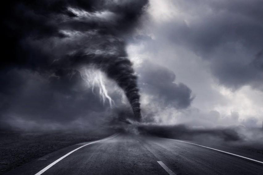 Palec śmierci, biała tęcza i czerwone duchy? Oto nieziemskie zjawiska pogodowe [ZDJĘCIA]