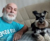 Koronawirus i pies. Właściciele psa z Łodzi utknęli na kwarantannie. Nie miał kto wyprowadzić ich psa. Jak wyprowadzić psa na kwarantannie?