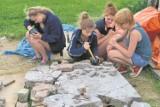 Uczniowie uratowali XVII-wieczną płytę nagrobną z Juszkowa