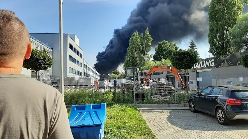 Tuż przed godz. 9 w rejonie ronda Matecznego wybuchł pożar.