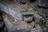 Tu trumny wiszą na skałach. Piękne i przerażające, czyli najdziwniejsze cmentarze świata. Nietypowe nekropolie [ZDJĘCIA]