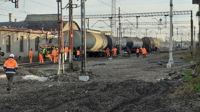 Z powodu wykolejania się pociągu towarowego w stacji Czechowice-Dziedzice pasażerowie muszą liczyć się ze sporymi opóźnieniami