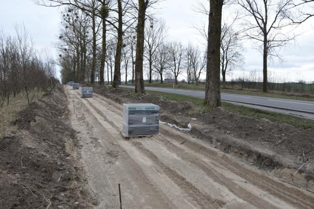 Ścieżka rowerowa między Człuchowem a Chojnicami ciągle jest w budowie. Termin jej ukończenia jest niezagrożony.