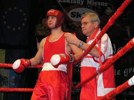 Łukasz Gołębiewski nie dał rady Talarkowi i odpadł z mistrzostw. Obok trener Kazimierz Poteracki.