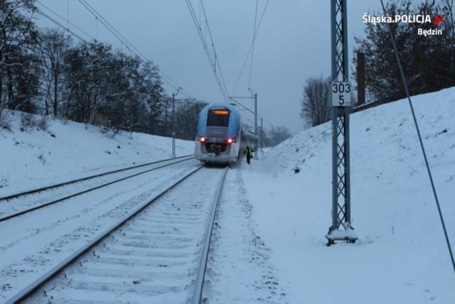 Tragiczne w skutkach zdarzenie miało miejsce na torowisku kolejowym w Będzinie Zobacz kolejne zdjęcia/plansze. Przesuwaj zdjęcia w prawo - naciśnij strzałkę lub przycisk NASTĘPNE