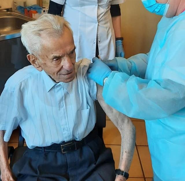 Najstarszy Polak zaszczepiony! To mieszkaniec Świdnicy, 111-letni Stanisław Kowalski.