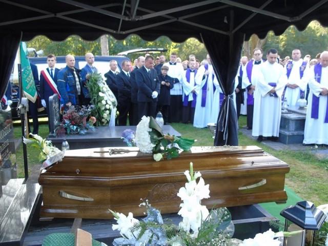 Pogrzeb ks. Arkadiusza Tymoszuka. Zmarłego nagle młodego kapłana z regionu żegnały tłumy