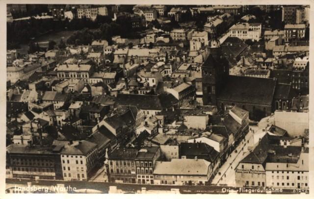 """Tak wyglądało kiedyś nasze miasto. Niesamowite widokówki ze zdjęciami """"z lotu ptaka"""". Rozpoznasz wszystkie miejsca?"""