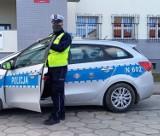 Gm. Miłoradz. Policjant drogówki uratował nieprzytomnego kierowcę. Zapobiegł stoczeniu się auta ze skarpy