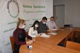 Będzie więcej miejsc opieki dla maluchów. Gmina Świdnica właśnie podpisała umowę na budowę nowego przedszkola. Będzie też oddział żłobkowy